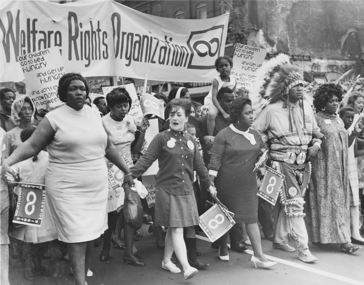 a history of the womens rights movement in the united states The women's movement united states history during the 1950s and 1960s, increasing numbers of married women entered the labor force, but in 1963 the average working woman earned only 63 percent of what a man made.